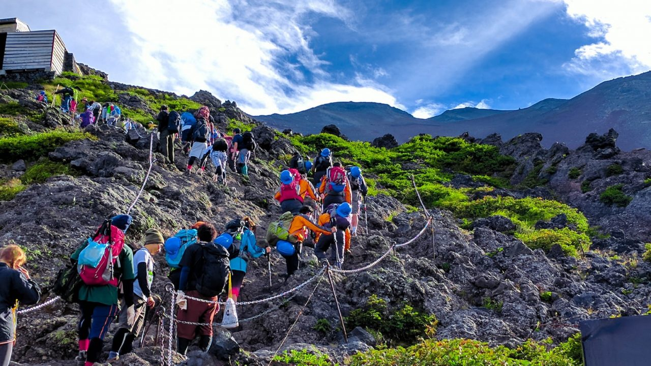 https://japaneserealestate.co.jp/wp-content/uploads/2020/02/Mt.-Fuji-Climbers-1280x720.jpg